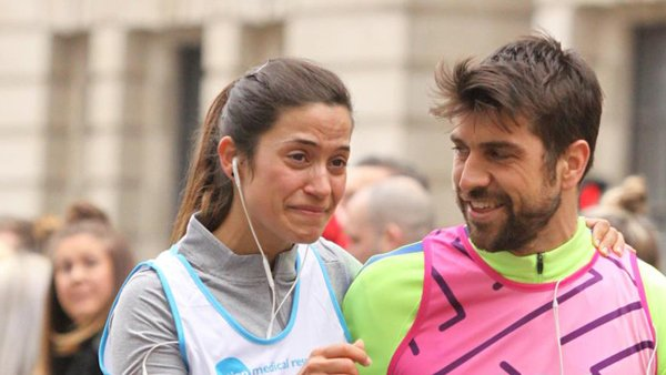 A man and woman congratulate each other during a marathon race